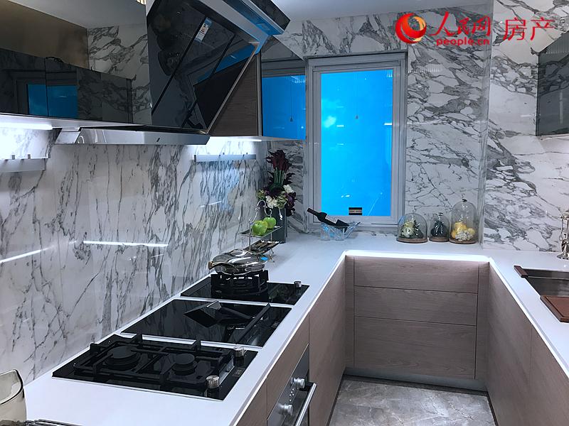 120平方米户型样板间厨房。