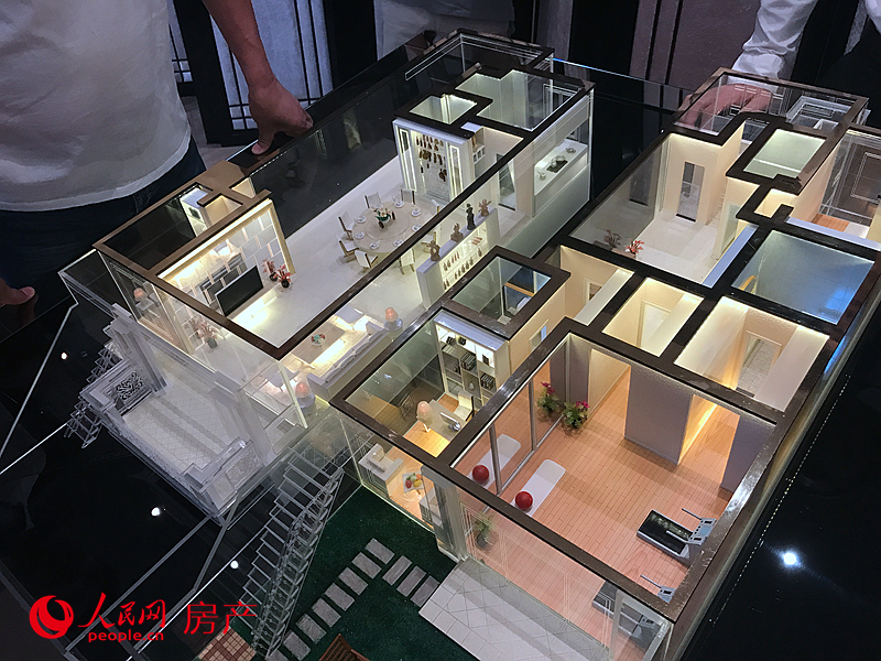 一层为上下两层复式设计户型,面积超过200平方米。总价超过1300万人民币。