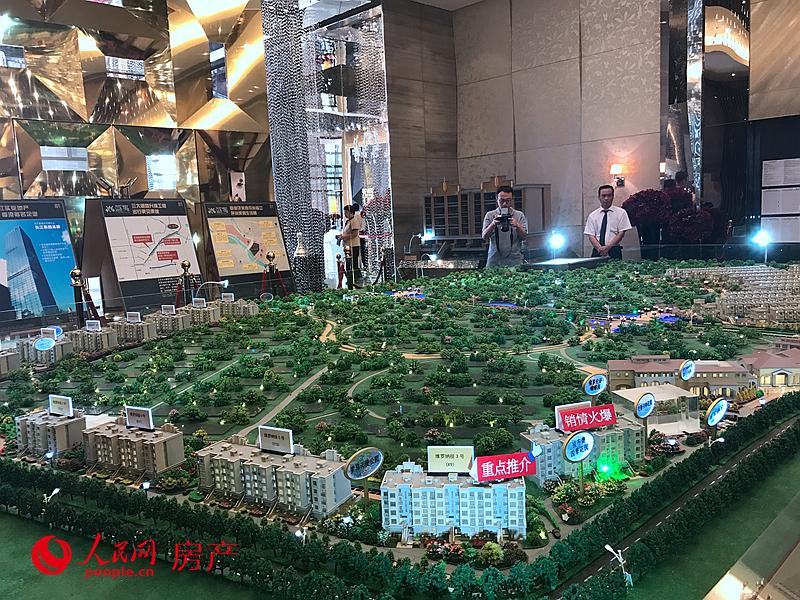 """作为北京最早、最成熟的高端别墅区,中央别墅区是巨商新贵、明星大腕们的聚居之所,这里向来为北京楼市最""""吸睛""""的区域。""""名士泽芳邻而居"""",这里的国际人居价值和聚居效应更是证明了其难以取代的市场地位。"""