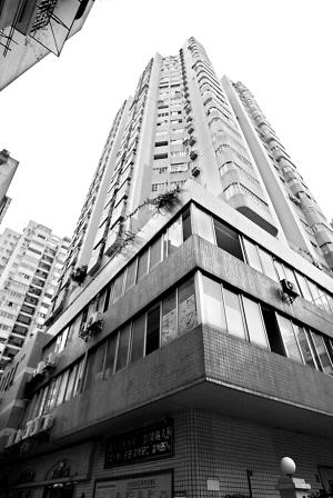 黄嵩/因为电梯的问题,同一座大厦的邻居们闹得不可开交。黄嵩摄