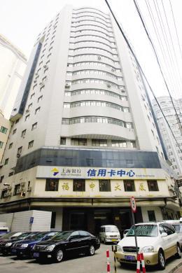 王伟/福申大厦与雪豹商城的部分写字间产权属于王伟实际拥有,目前有...